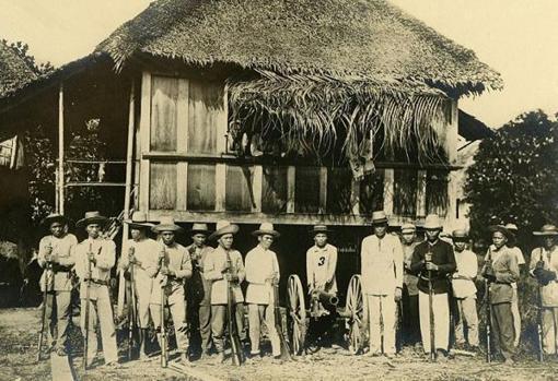 Talagos rebeldes que después asediaron la iglesia donde se atrincheraron el batallón que después se ha conocido como los «últimos de Filipinas«