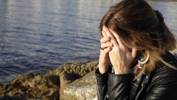 Imagen de archivo de una mujer que ha sufrido una agresión