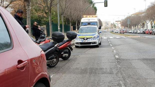 El motorista herido ha tenido que ser trasladado al Virgen del Rocío