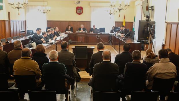 Inicio del juicio contra 14 personas por delito societario en Mercasevilla, en la Audiencia Provincial de Sevilla