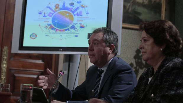 El alcalde de Sevilla, Juan Espadas, presenta el II Foro de Gobiernos Locales que se celebrará en Sevilla