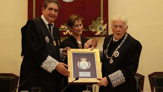 El Colegio de Abogados de Sevilla ha homenajeado a Juan José Domínguez Jiménez