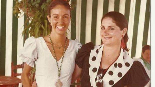 La Anselma (a la derecha de la imagen) siempre fue muy rociera, muy ferianta y muy taurina