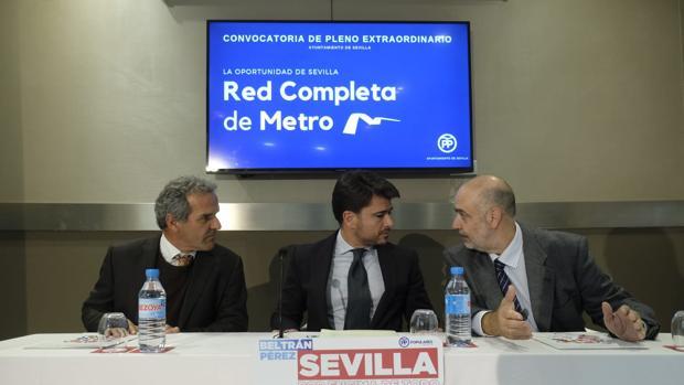 Beltrán Pérez junto a Ricardo Librero y Abraham Carrascosa