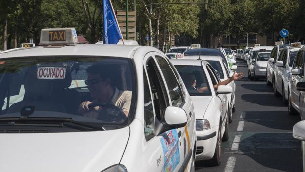Concentración de taxistas en Sevilla