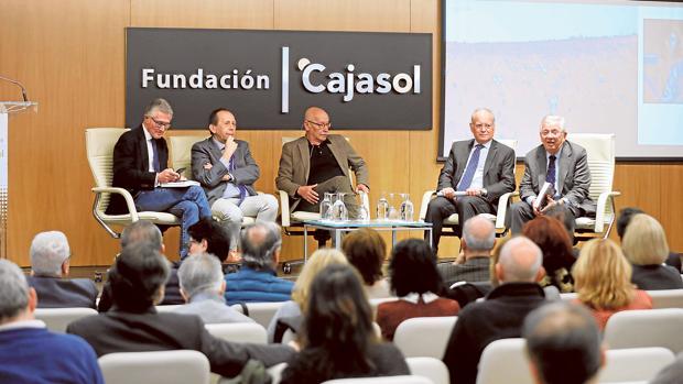 Presentación del libro coordinado por Fernando Jáuregui este martes en Cajasol