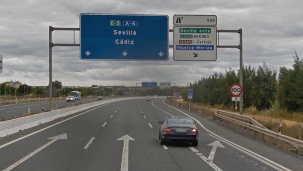 El accidente ha tenido lugar en la salida de Brenes-Sevilla Este de la A-4