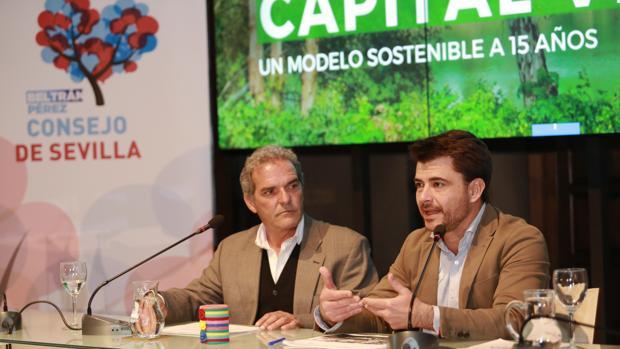 Ricardo Librero y Beltrán Pérez durante la presentación
