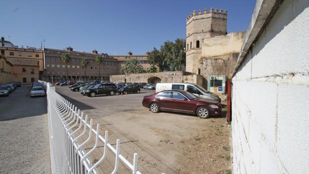 El aparcamiento de la Torre de la Plata cobra un abono a los clientes en suelo municipal