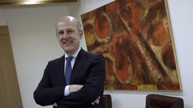 Miguel Cuéllar en su despacho profesional de Zurbarán Abogados