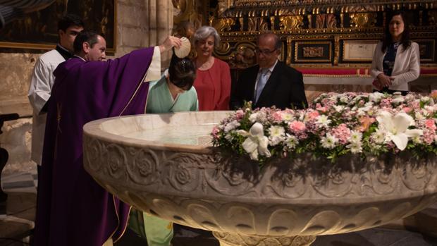 El bautizo de Yoko «Julia» Ikeda en la Catedral de Sevilla