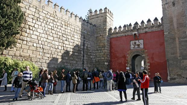 Cola para entrar en el Alcázar
