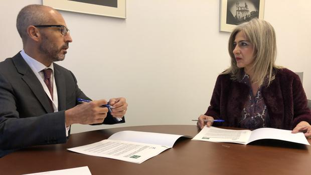 Rafael Chueca, director corporativo de la Caixa, y la consejera de Cultura, Patricia del Pozo