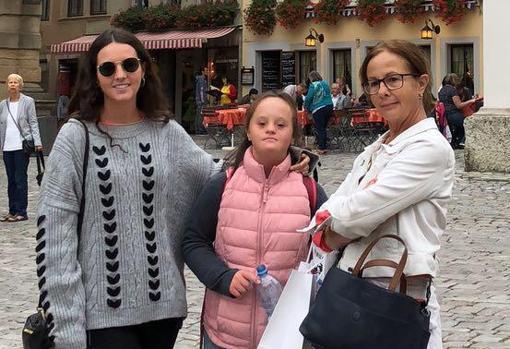 Marta Garzón junto a su madre y hermana