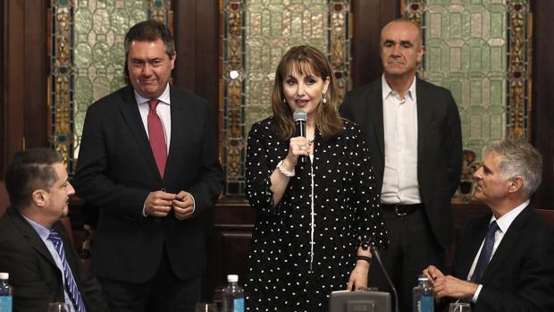 Juan Espadas y Gloria Guevara, en el acto del Ayuntamiento