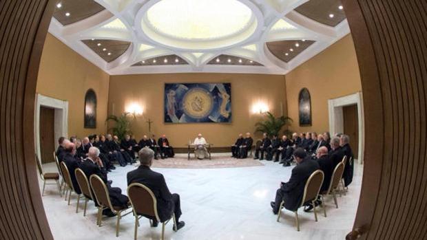 Reunión del Papa Francisco con obispos chilenos en 2018 en una visita que provocó la denuncia del joven