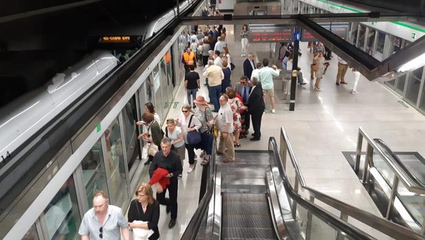 Estación de Metro de Sevilla este Domingo de Ramos
