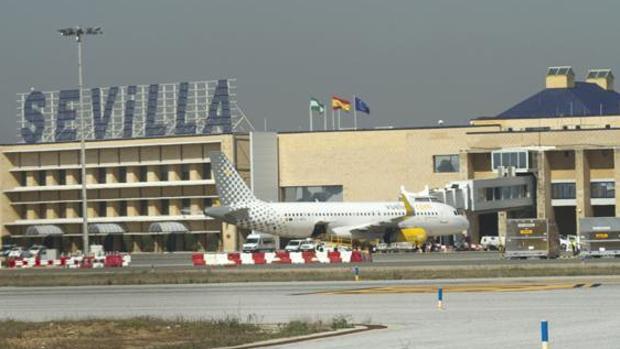 El objetivo municipal es ampliar las conexiones del aeródromo sevillano