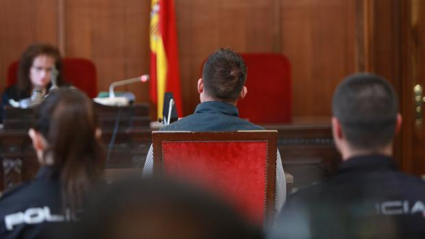 El acusado, durante su declaración ante el tribunal popular