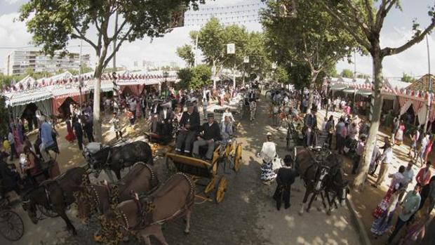 Los mejores coches de caballos acuden a la Feria de abril de Sevilla