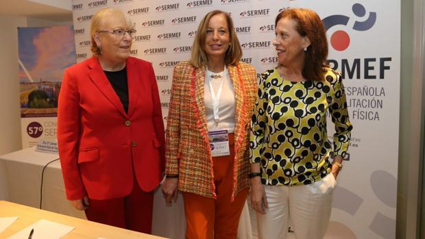 De izquierda a derecha las doctoras Carmen Echevarría, Roser Garreta y Juana María Barrera, presidenta del comité científico del congreso