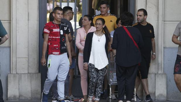 Varios de los acusados a la salida del juzgado