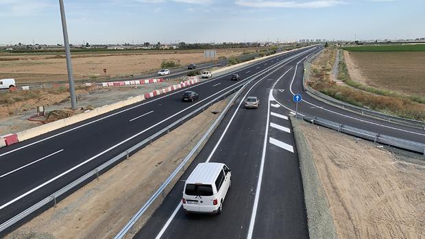Vehículos en los ramales de entrada al Acceso Norte a Sevilla desde La Rinconada y San José