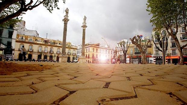 La Alameda se engalanó con columnas procedentes de un antiguo templo romano