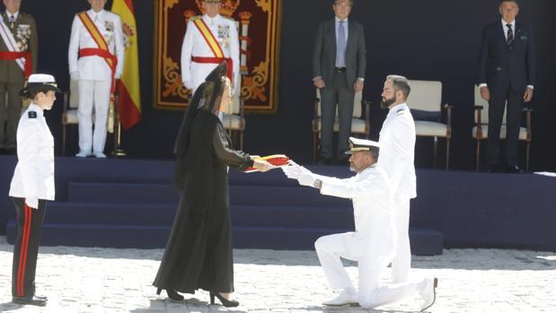 Día de las Fuerzas Armadas Españolas 1 de Junio de 2019 en Sevilla Entrega-bandera-k2o--620x349@abc