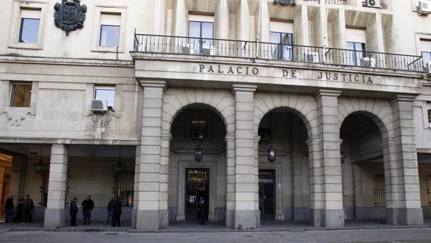 Fachada principal de la Audiencia Provincial de Sevilla, donde se juzga el caso