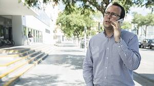Miguel Cañete, de Málaga, perdió completamente la visión tras haber sido operado en febrero en los dos ojos y ser tratado con perfluoroctano (medicamento investigado en relación a otros casos similares de ceguera)