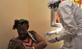 Llega la primera vacuna del ébola con una eficacia del 100%
