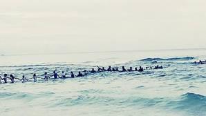 YouTube: La espectacular cadena humana que salvó a una familia de morir ahogada