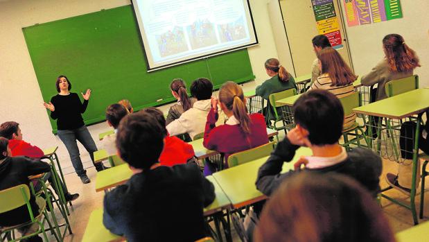Indignación en el sector educativo por la imposición de la Ley del Gobierno