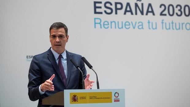 Sánchez mantiene su apuesta por los coches cero emisiones en 2040