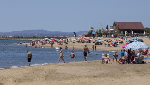 Las playas españolas pierden banderas azules lastradas por el incumplimiento de la Ley de Costas