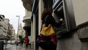 «Hackeo» masivo a cajeros automáticos de Europa para que escupan dinero sin control