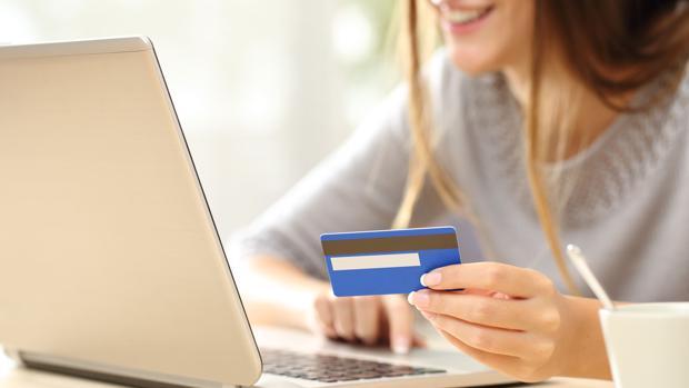 ¿Es seguro comprar por internet? La banca se blinda al cibercrimen