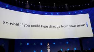 Regina Dugan, vicepresidente de Building 8 en Facebook, durante su intervención