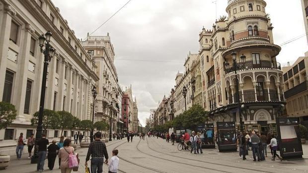 La Avenida de la Constitución, una arteria peatonal en pleno centro histórico