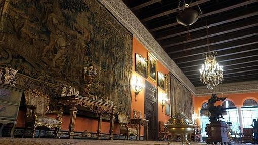 Uno de los impresionantes salones del Palacio de las Dueñas