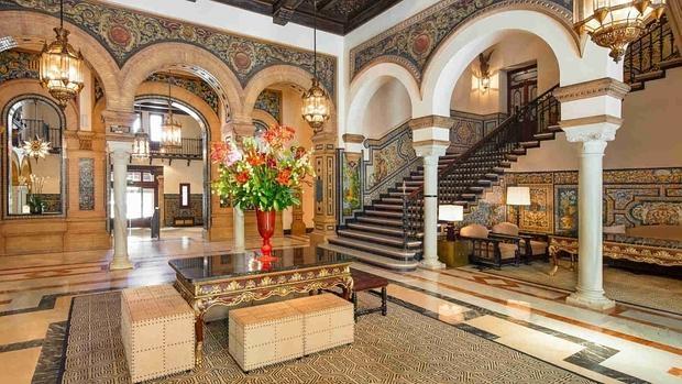 Interior del Hotel Alfonso XIII. Fuente: hotel-alfonsoxiii-sevilla.com