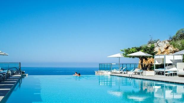 Once alucinantes piscinas de hoteles en espa a for Hoteles en algeciras con piscina