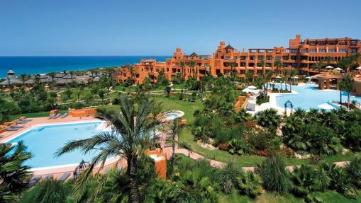 Los 14 hoteles espa oles premiados con el oscar del turismo - Hotel barcelo santipetri ...