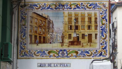 Mural de azulejos situado en la calle Río de la Pila de Santander