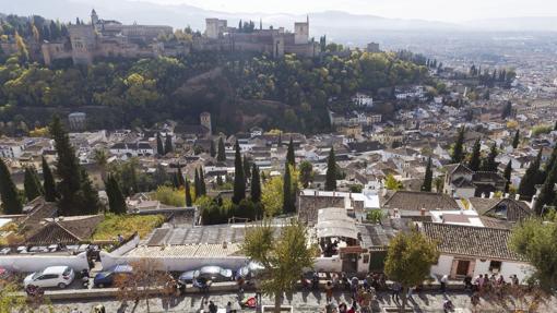 En la imagen el mirador de San Nicolas, en el Albaicín, con vistas a la Alhambra