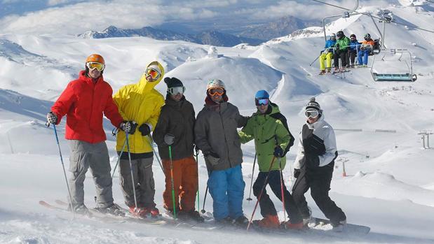 Esquiadores en Sierra Nevada. Fuente:sierranevada.es
