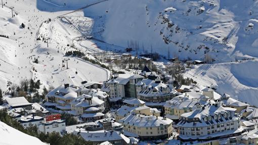 Vista aérea de la estación de Sierra Nevada. Fuente: sierranevada.es