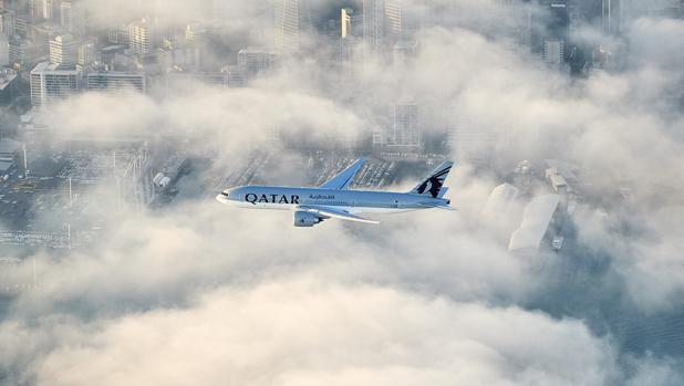 El vuelo de Qatar Airways sobre la ciudad de Auckland
