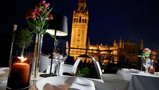 Los restaurantes m s rom nticos de sevilla para una cena de san valent n - Terraza hotel eme ...